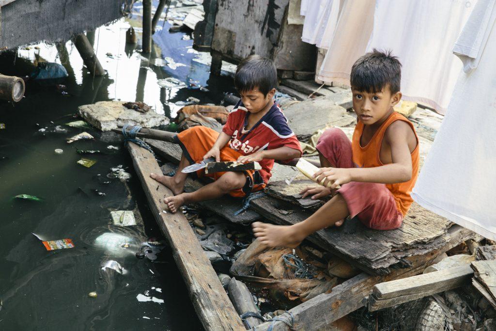 Floating Houses auf dem Navotas River in Tondo