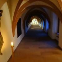 Liturgie und Raum - Kreuzgang des ehemaligen Karmelitinnenklosters