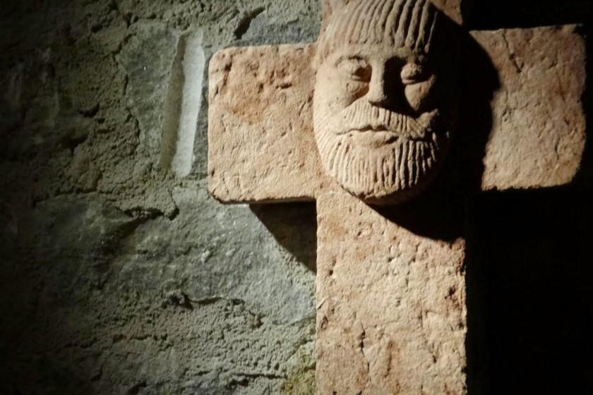 Liturgie und Raum - Kreuzesdarstellung in der Krypta