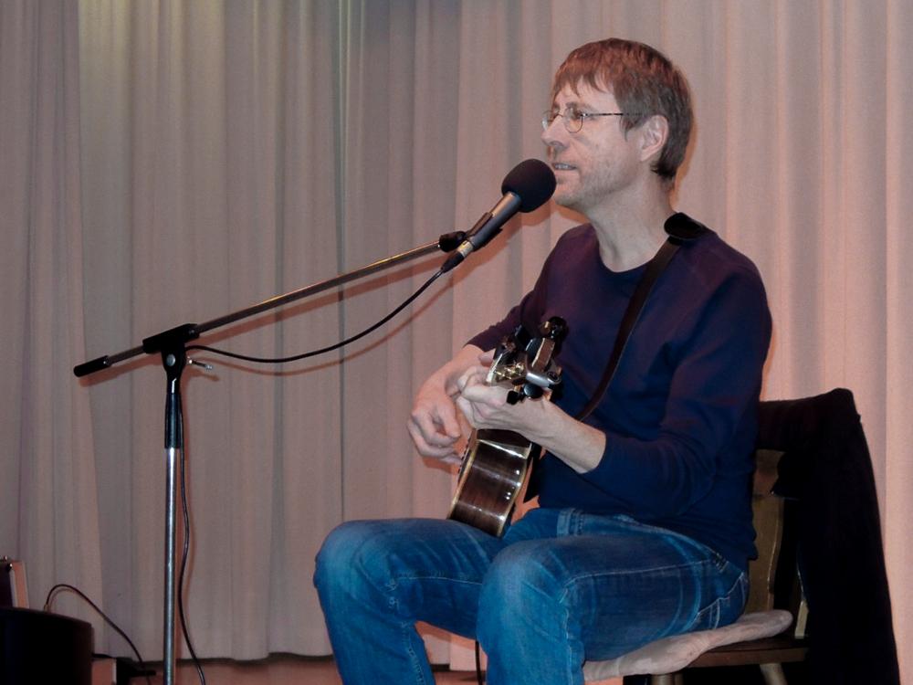 Liedermacher Dr. Jürgen Schwab beim Dankeschönabend in St.Georg