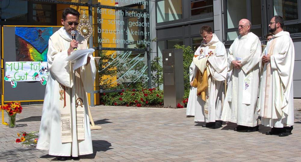 Christen aus Bensheim und Reichenbach feiern gemeinsam das Fronleichnamsfest